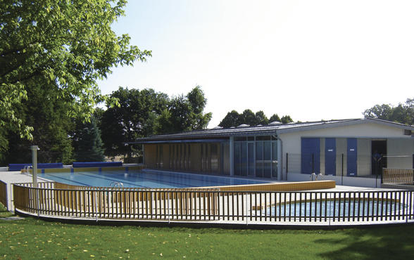 la piscine d 39 herbault agglopolys communaut d. Black Bedroom Furniture Sets. Home Design Ideas