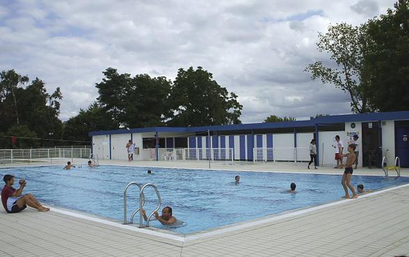 la piscine du lac de loire agglopolys communaut d. Black Bedroom Furniture Sets. Home Design Ideas
